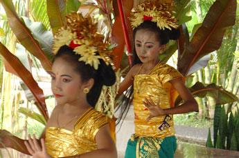 young Bali dancers